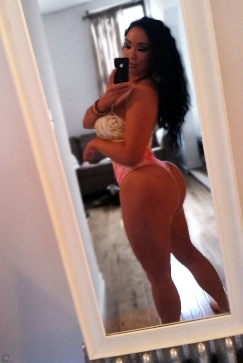 Amazing Dana Lee booty mirror selfshot
