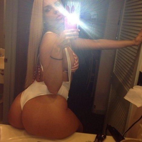 Big booty Brazilian blonde selfshot her big ass in mirror