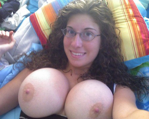 Busty Amateur Chick With Nerdy Glasses Hot Mirror Selfshot Girls